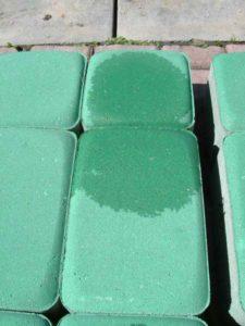 Obrázek: Impregnace kamene. Voda nemá šanci proniknout.